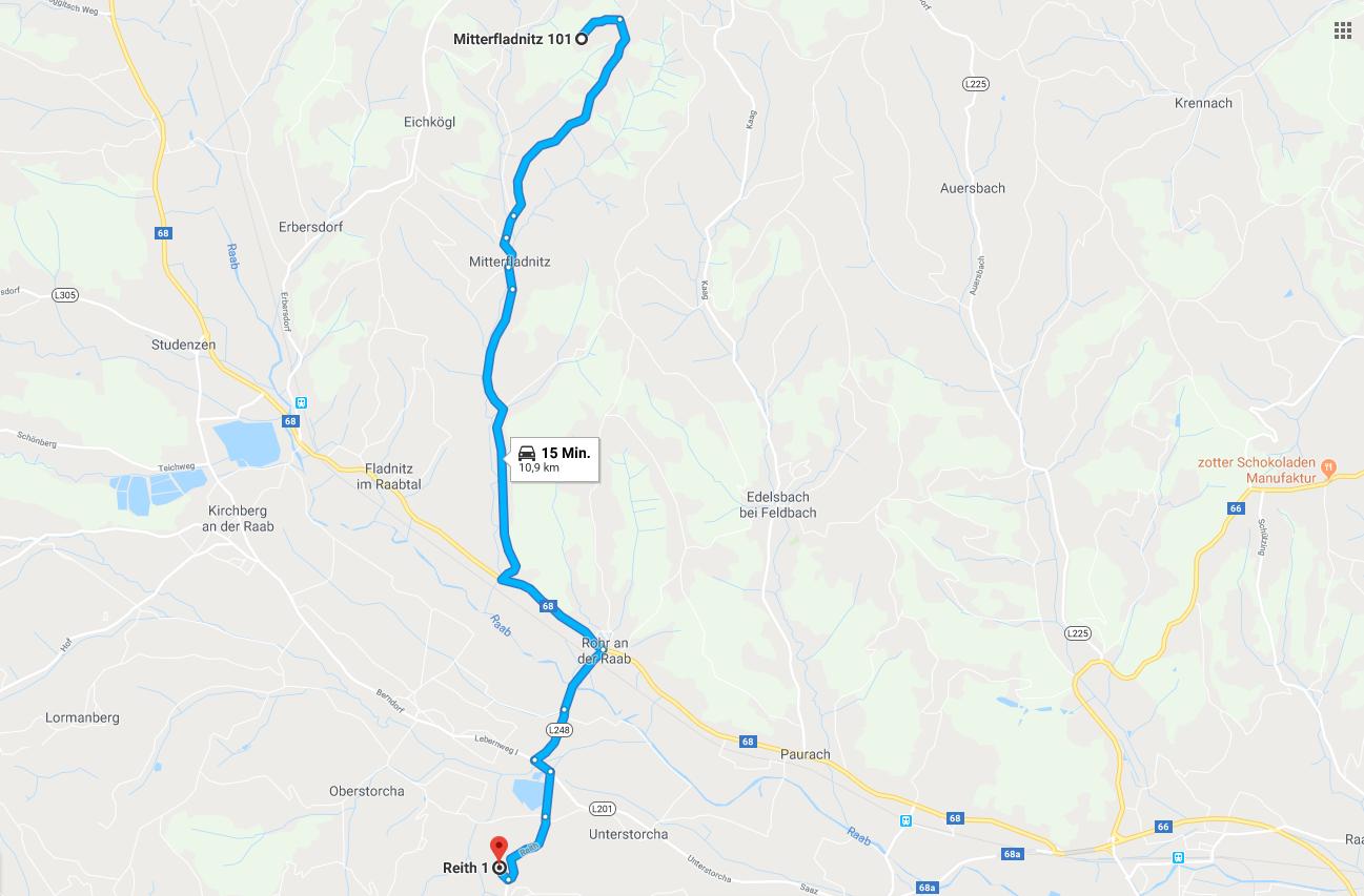 Zwischen den beiden Höfen liegen 11 km, die mit dem Traktor in ca. 20 min befahren werden.